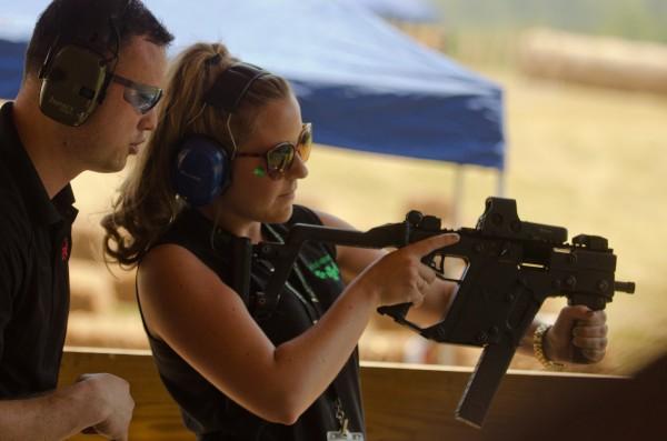 Luckygunner Blogger Machine Gun Shoot 2011 - Kriss Submachine Gun