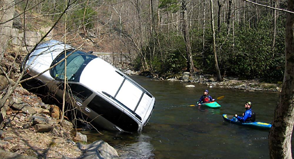 http://www.lesjones.com/www/images/posts/Smoky-Mtn-Car-Crash-River-0005-large.jpg